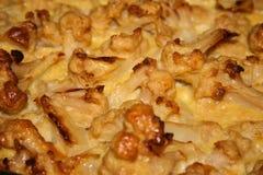 Ciérrese para arriba de la empanada sabrosa de la coliflor en bandeja de la hornada Imagen de archivo