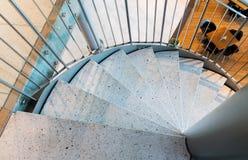 Ciérrese para arriba de la escalera espiral de piedra en el restaurante Fotografía de archivo libre de regalías