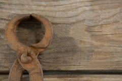 Ciérrese para arriba de la herramienta de mano oxidada vieja Foto de archivo