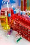 Ciérrese para arriba de la jeringuilla con el tubo de prueba Imágenes de archivo libres de regalías