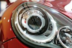 Ciérrese para arriba de la lámpara del coche imagen de archivo