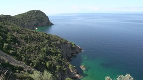 Ciérrese para arriba de la línea Thassos Grecia de la costa almacen de video