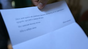 Ciérrese para arriba de la letra de amor escrita por la novia a su novio metrajes