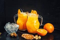 Ciérrese para arriba de la limonada anaranjada como bebida fresca del verano, refresco sin alcohol Fotografía de archivo libre de regalías