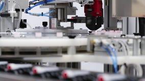 Ciérrese para arriba de la maquinaria automatizada para los tops apropiados a los envases metrajes
