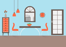 Ciérrese para arriba de la mesa redonda con los vidrios y la cuchillería Foto de archivo