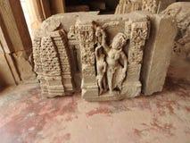 Ciérrese para arriba de la piedra tallada del siglo X creída en el pozo antiguo de Chand Baori Step en el pueblo de Abhaneri, Raj fotografía de archivo libre de regalías