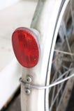 Ciérrese para arriba de la pieza de cristal roja del reflector de la bicicleta Foto de archivo libre de regalías
