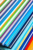 Ciérrese para arriba de la pila de libros coloridos imagen de archivo