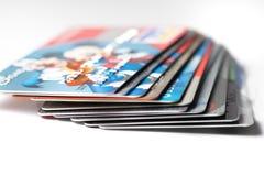 Ciérrese para arriba de la pila de tarjetas de crédito, editorial ilustrativo Imagen de archivo libre de regalías