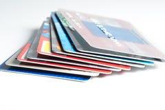 Ciérrese para arriba de la pila de tarjetas de crédito, editorial ilustrativo Fotos de archivo