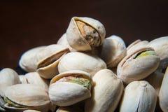 Ciérrese para arriba de la pila de nueces de pistachos Fondo de la mezcla de la comida, espacio de la copia, bandera imagen de archivo