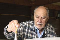 Ciérrese para arriba de la pintura envejecida del hombre mayor Fotografía de archivo