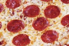 Ciérrese para arriba de la pizza de salchichones Fotografía de archivo