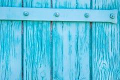 Ciérrese para arriba de la puerta de madera pintada en turquesa Imagen de archivo