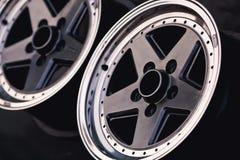 Ciérrese para arriba de la rueda de la aleación del coche de los bordes foto de archivo
