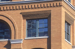 Ciérrese para arriba de la 6ta ventana del piso en Texas School Book Depository Building, sitio del asesinato de JFK, Dallas, TX Imágenes de archivo libres de regalías