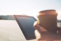 Ciérrese para arriba de la tableta y de la taza del papper Imágenes de archivo libres de regalías