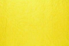 Ciérrese para arriba de la toalla de limpieza amarilla de la microfibra Imagen de archivo