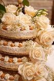 Ciérrese para arriba de la torta del weddind imagen de archivo