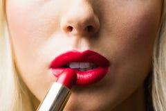 Ciérrese para arriba de labios con maquillaje en ellos Imágenes de archivo libres de regalías