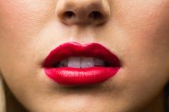 Ciérrese para arriba de labios con maquillaje en ellos Imagenes de archivo