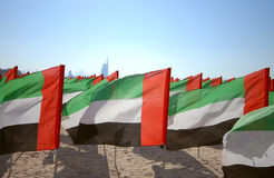Ciérrese para arriba de las banderas United Arab Emirates para la celebración del aniversario en la playa Día de los UAE Natoinal Fotografía de archivo