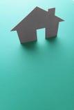 Ciérrese para arriba de las casas cortadas del papel Imagen de archivo libre de regalías