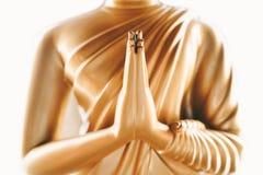 Ciérrese para arriba de las manos de la estatua Buda Imagen de archivo