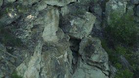 Ciérrese para arriba de las piedras de la roca almacen de video