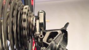 Ciérrese para arriba de las ruedas de engranaje almacen de metraje de vídeo