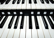 Ciérrese para arriba de llaves del piano foto de archivo libre de regalías