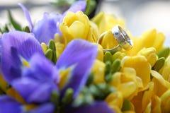 Ciérrese para arriba de los anillos de bodas Foto de archivo libre de regalías