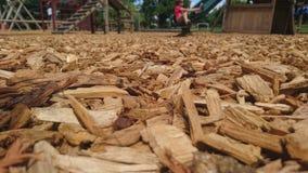 Ciérrese para arriba de los chippings de madera en un piso del patio Imagen de archivo libre de regalías