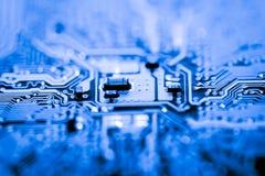Ciérrese para arriba de los circuitos electrónicos en el tablero de lógica del fondo del ordenador de la tecnología de Mainboard, Fotos de archivo