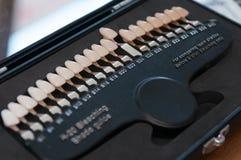 Ciérrese para arriba de los dientes que blanquean la herramienta Imagen de archivo libre de regalías