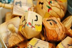 Ciérrese para arriba de los dreidels de hanukkah fotografía de archivo libre de regalías