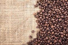 Ciérrese para arriba de los granos de un café. Fotos de archivo