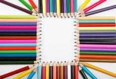 Ciérrese para arriba de los lápices del color con diverso color. Fotografía de archivo
