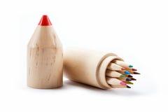 Ciérrese para arriba de los lápices del color con diverso color. Imagen de archivo