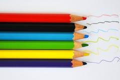Ciérrese para arriba de los lápices del color con diverso color Fotos de archivo libres de regalías