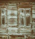 Ciérrese para arriba de los paneles de madera grises de la cerca Imágenes de archivo libres de regalías