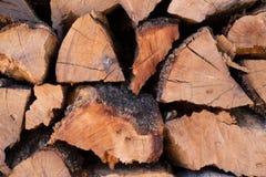 Ciérrese para arriba de los registros de madera tajados para la textura del fondo de la leña Fotografía de archivo