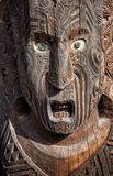 Ciérrese para arriba de Maori Mask que talla, Rotorua, Nueva Zelanda Imagen de archivo
