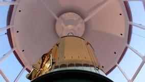 Ciérrese para arriba de mecanismo de la rotación de la lámpara del faro en la acción