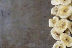 Ciérrese para arriba de microprocesadores secados del plátano desde arriba Imagen de archivo libre de regalías