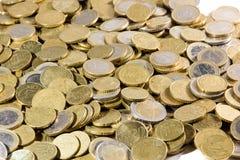 Ciérrese para arriba de montón de las monedas de los euros Fotos de archivo