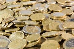 Ciérrese para arriba de montón de las monedas de los euros Fotografía de archivo
