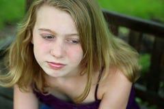 Ciérrese para arriba de muchacha rubia afuera Imagenes de archivo