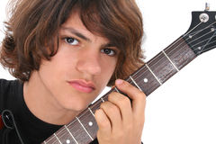Ciérrese para arriba de muchacho adolescente con la guitarra eléctrica sobre blanco Foto de archivo libre de regalías